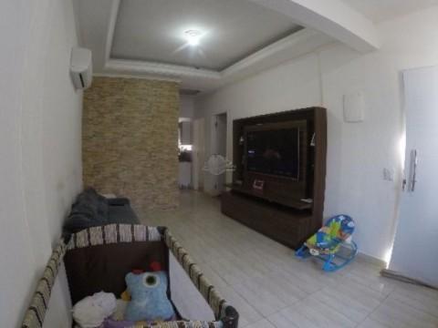 Casa de 02 Dormitórios à Venda na Praia Grande - Bairro Vila Mirim