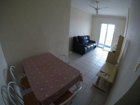 Apartamento um dormitório à venda com sacada e vista para o mar