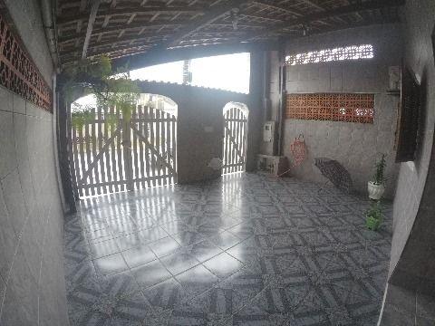 Casa de três dormitórios à venda em Praia Grande