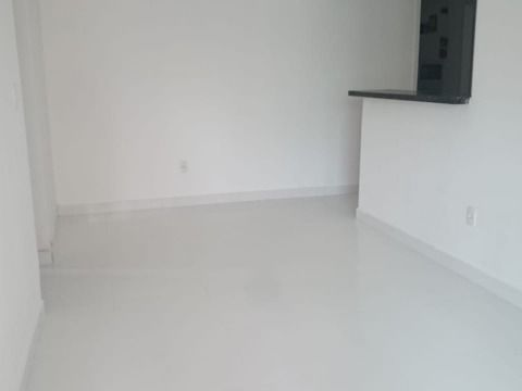 Apartamento semi novo à venda na Aviação em Praia Grande