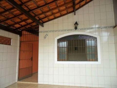 Casa com dois dormitórios um deles uma linda suite no Maracanã em Praia Grande SP