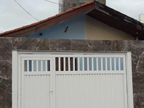 Casa dois dormitórios no Canto do Forte em Praia Grande