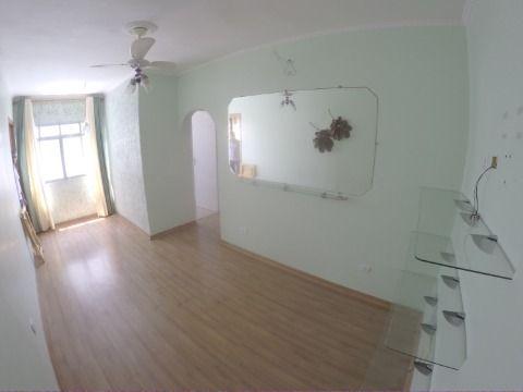 Excelente apartamento de 2 dormitórios com dependência de empregada
