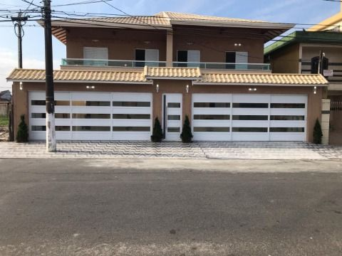 Casa de três dormitórios no bairro Caiçara em condomínio fechado