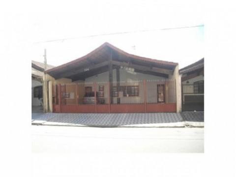 Linda Casa de 280 m² com 3 dorm sendo 1 suíte no bairro Vila Caiçara na cidade de Praia Grande - SP.