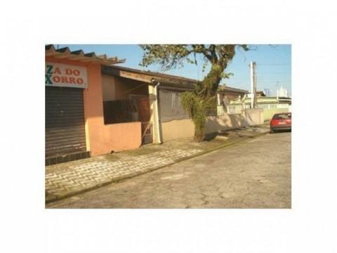 Casa com ponto comercial em Praia Grande SP.
