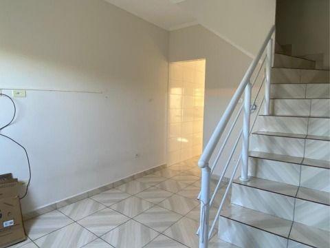 Aluga-se casa em condomínio c/ 02 dorm no Ribeirópolis.