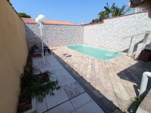 Aluga-se excelente casa c/ piscina de 03 dorm no Solemar
