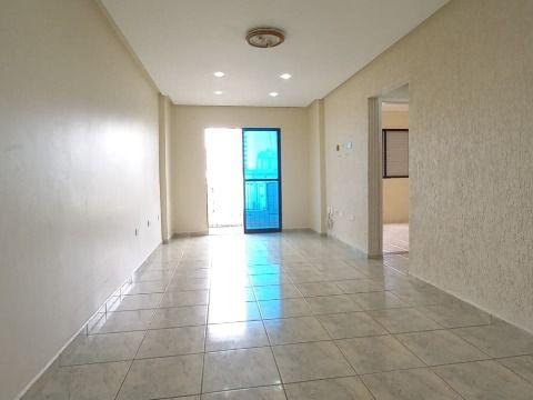 Aluga-se Excelente apartamento de 02 dormitórios à 350m da praia na Ocian.