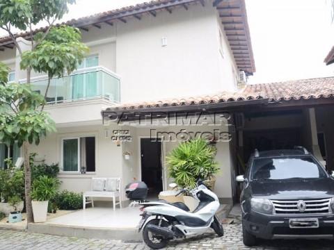 Casa à venda em condomínio, 3 quartos, Camboinhas, Niterói.