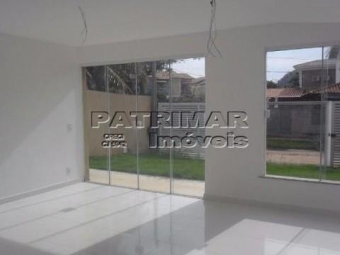 Casa residencial à venda em condomínio, Piratininga, Niterói.