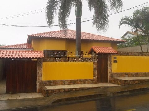 Linda casa 4 suites, sauna, churrasqueira e piscina