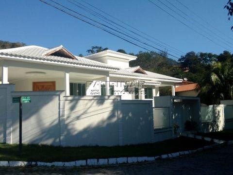 LINDA CASA EM CONDOMÍNIO - MARICÁ- RJ