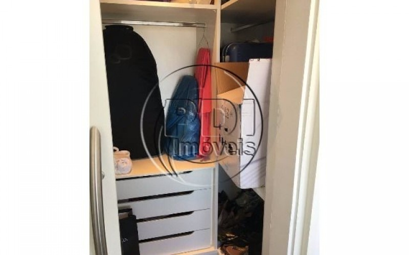 dorm 2 closet