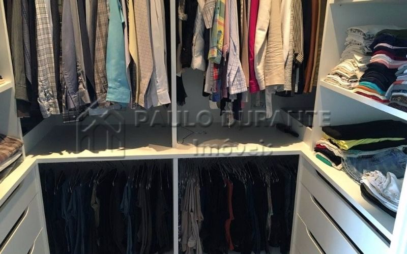 9 closet