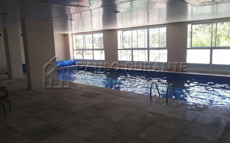 piscina coberta e aquecida