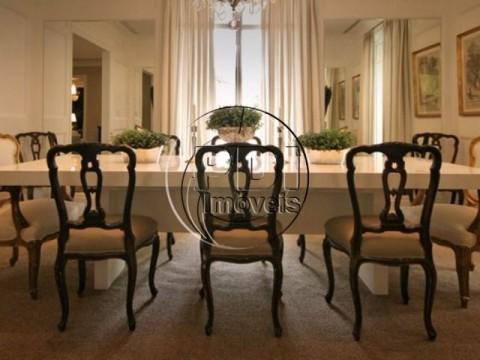 Apartamento de 412m2 05 suites 06 vagas no Jardim Europa
