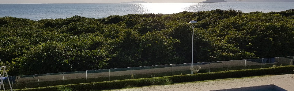 Casa magnífica luxuosa mobiliada 5 suítes e apto do caseiro de frente para o mar em Jurerê Internacional