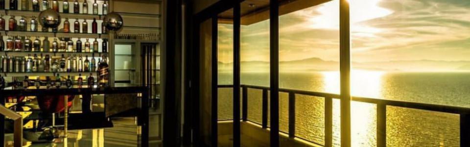 Cobertura nova, de luxo, 4 suítes, 5 vagas, piscina privativa, vista cinematográfica! Av Beira Mar em Florianópolis!