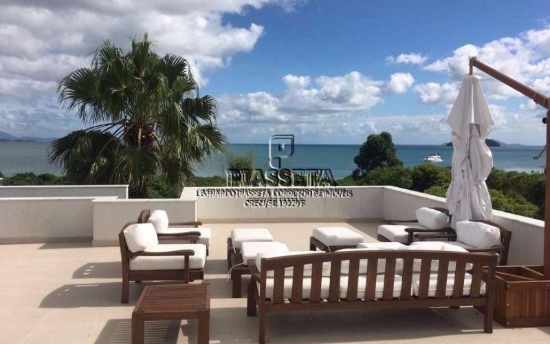 Casa nova do lado da praia e com vista para o mar em Jurerê Internacional