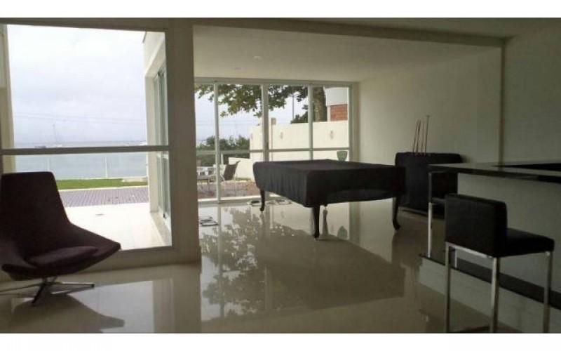 casa nova frente mar em jurerê (9)