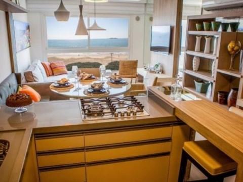 Apto luxuoso 2 suítes e 2 vagas! Vista pro mar, mobiliado, decorado e equipado!