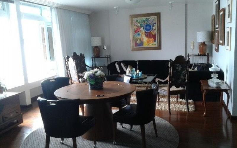 Amplo apartamento na Beira Mar
