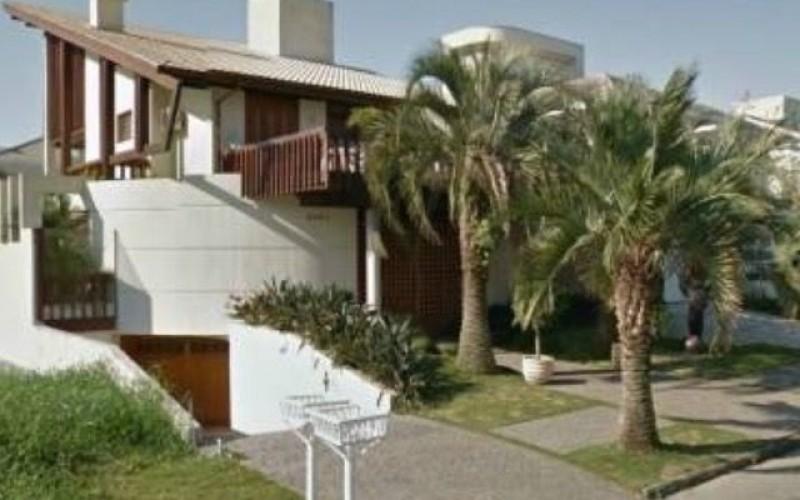 Casa em Jurerê com 4 suítes e 4 vagas