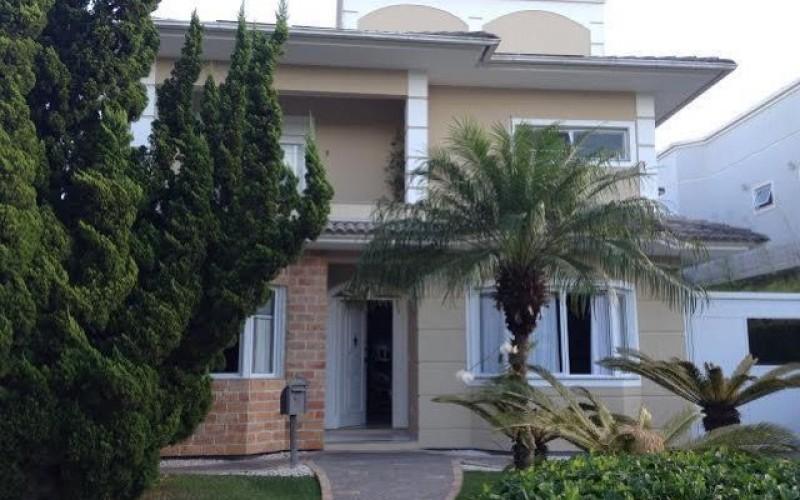 Casa em Jurerê com 4 suítes 4 salas e piscina