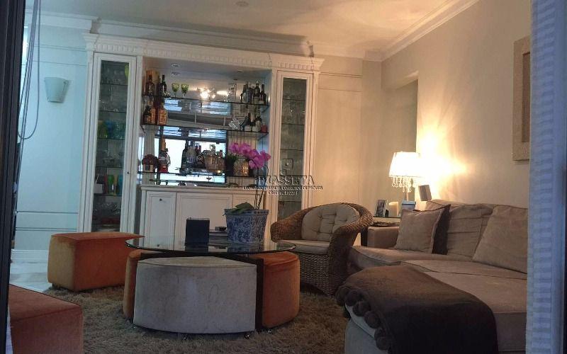Apartamento padrão Koerich 3 dormitórios com dependência semi mobiliado e desocupado em região nobre do Centro de Florianópolis