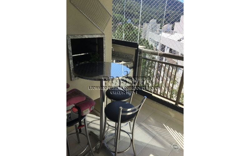 Apartamento semi mobiliado 2 dormitórios com lazer completo no Itacorubi