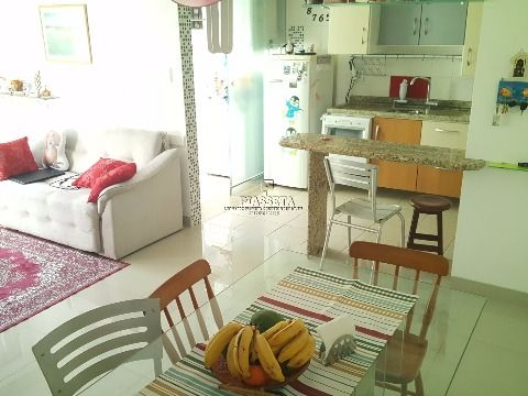 Apartamento 3 dormitórios reformado na Trindade junto a UFSC