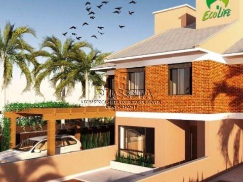 Casa com 03 dormitórios bairro Cachoeira do Bom Jesus