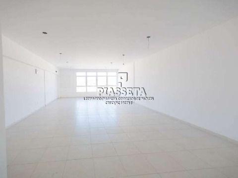 Sala comercial nova com 64,58m² área privativa, banheiro e estacionamento rotativo