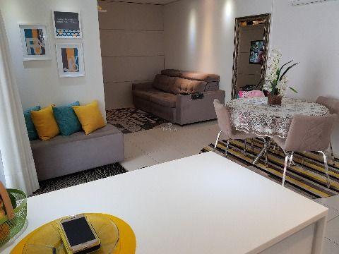 Apartamento semi mobiliado 1 suíte e mais 2 demi suíte na Lauro Linhares, Trindade, próximo a ufsc