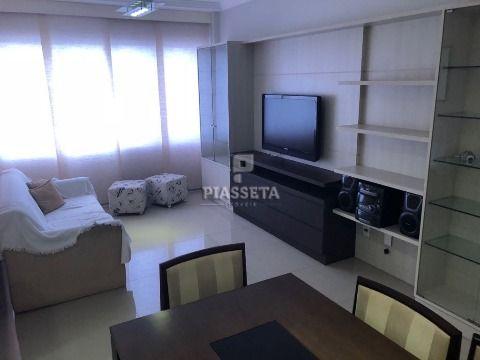Apartamento reformado e mobiliado de 2 dormitórios na charmosa rua Vidal Ramos no Centro