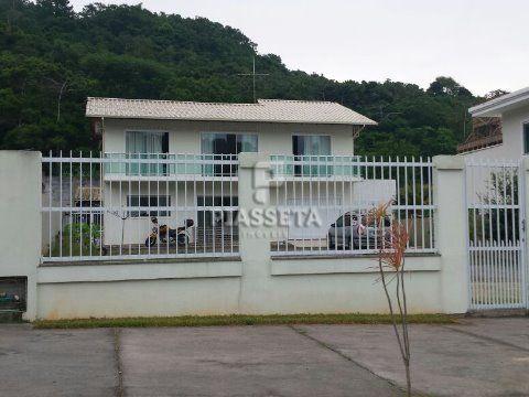 Casa com terreno amplo em Canasvieiras - Florianópolis.