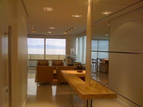 Apartamento semi mobiliado 4 suítes 4 vagas Edifício João Eduardo Moritz Av. Beira Mar Norte