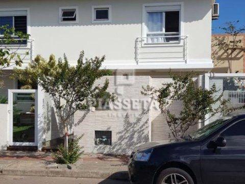 Casa com 3 quartos 2 vagas Campeche Florianópolis.