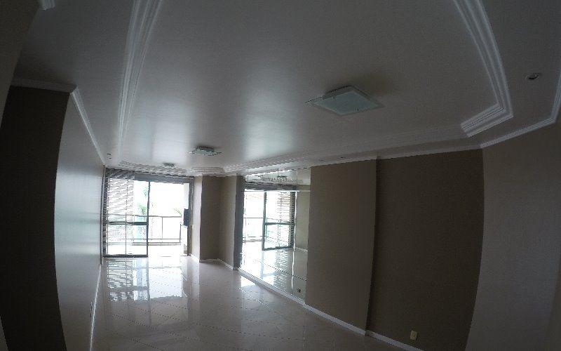 Lindo Apartamento 4 quartos 2 vagas Residencial Odette Meyer Centro de Florianópolis.
