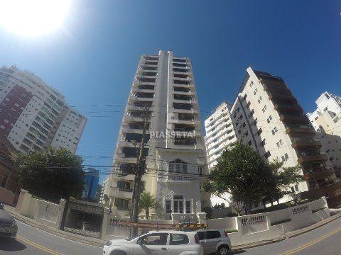 Apartamento em Área Nobre 4 quartos 3 vagas Res. Maison Slovinski Centro