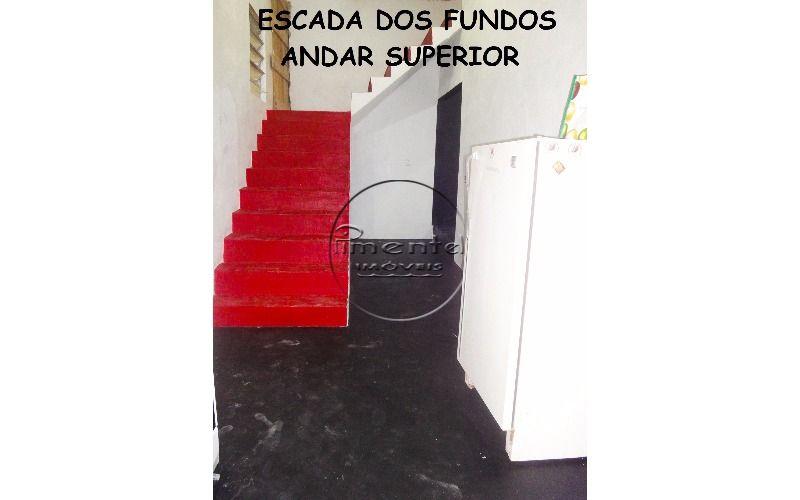 escada fundos