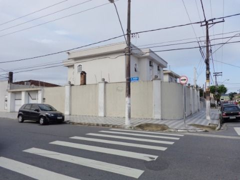 Sobrado 4 dormitórios p/ alugar no Boqueirão