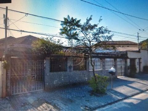 Casa Geminada 4 dormitórios p/ Venda no Jardim Independencia em S. Vicente
