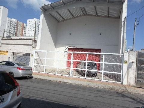 Galpão c/ 300 m2 p/ locação na V. Ocian
