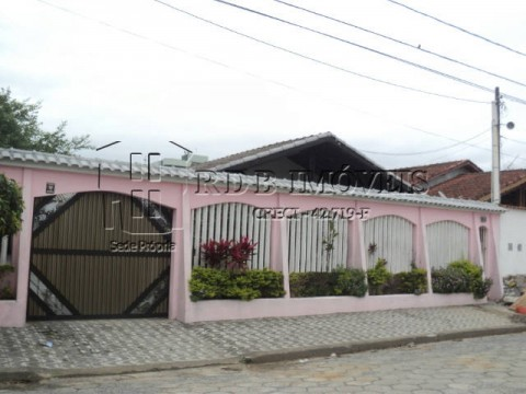 Casa isolada com edicula e piscina