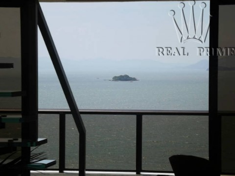 Melhor cobertura da Beira Mar Norte, 4 suítes , piscina e área de lazer privativa.