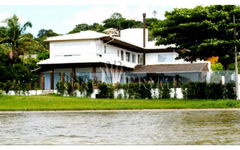 Casa Maravilhosa á Venda na Beira da Lagoa da Conceição