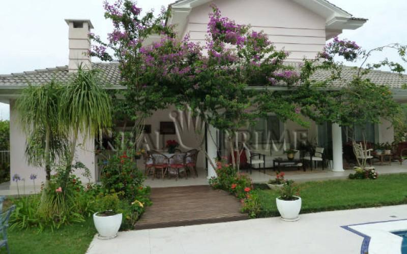 Linda Casa de 705 m² no Bairro Cachoeira do Bom Jesus.