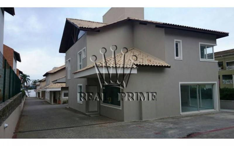 Casa de Alto Padrão em Condominio Fechado na Beira da Lagoa da